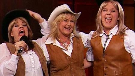 Henriette Steenstrup, Elisabeth Andreassen og Else Kåss Furuseth - alle som «Bettan» - under en tidligere «Torsdag kveld fra Nydalen»-innspilling.