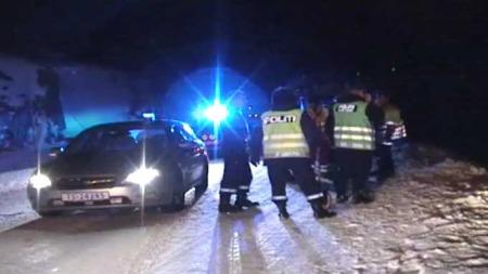 EN SKADD: En person ble alvorlig skadd da en buss med 26 undommer kjørte av veien og veltet på Hardangervidda. (Foto: Kjetil Storebråten / TV 2)