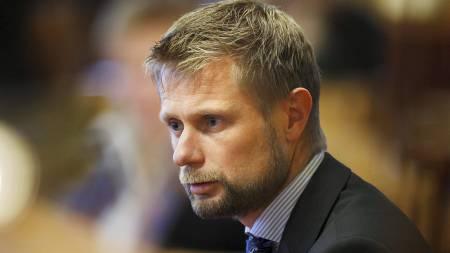 MENER SYKEHUS BØR HA OVERSIKT: Bent Høie, leder for Helse- og omsorgskomiteen, mener sykehusene bør ha en oversikt over legers biinntekter. (Foto: Aas, Erlend/Scanpix)
