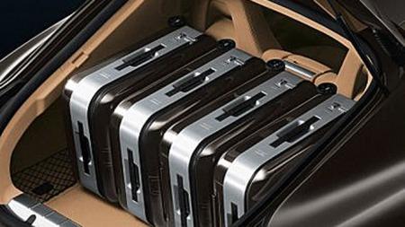 Slik ser det ut når du fyller Panamera-bagasjerommet med spesialkofferter.
