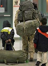 Kanadisk soldat kommer hjem fra Afghanistan (Foto: Reuters)
