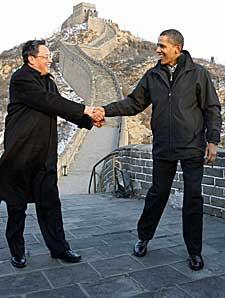 Kinas ambassadør til USA, Zhou Wenzhong, og Barack Obama (Foto: Reuters)
