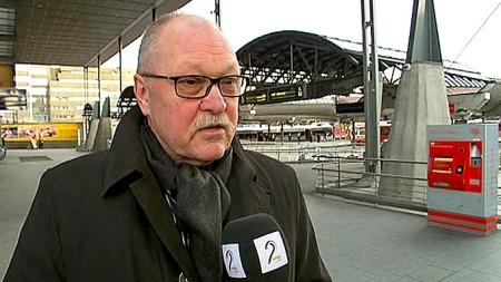 Informasjonsdirektør i NSB, Preben Colstrup, beklager forsinkelsen   for NSBs kunder. (Foto: TV 2)