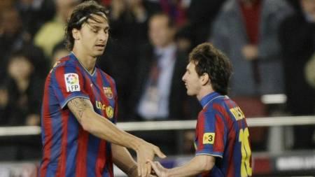 ISFRONT? Svenske eksperter hevder at Zlatan og Messi ikke snakker   med hverandre. (Foto: ALBERT GEA/REUTERS)