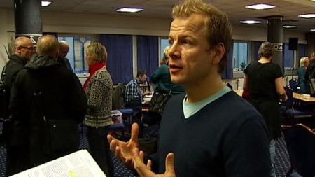 Heikki Holmås (SV) forsvarer at staten vil gi kommunene mindre penger for hver ressurskrevende bruker. (Foto: TV 2)