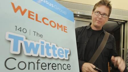 En av Twitters grunnleggere, Biz Stone, ved åpningen av Twitter-konferansen   i Los Angeles i september. (Foto: MARK RALSTON/AFP)