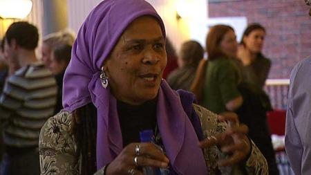 KJEMPET I 35 ÅR: I 35 år har hun kjempet for islam og kvinners rettigheter. Hun er en del av ny generasjon muslimske feminister som bruker teologi og jus i sin kamp mot mannsherredømmet (Foto: TV 2)