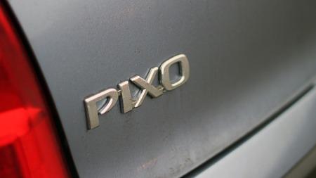 Pixo er Norges billigste bil og bygges i India - side-om-side   med Suzuki Alto. (Foto: Ole-Martin Lundefaret)