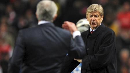 RASER: Mark Hughes raser mot Arsene Wenger. (Foto: ANDREW YATES/AFP)