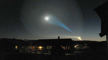 Dette kunne folk i Nord-Norge observerer like før klokken åtte   onsdag morgen. (Foto: Jan Erik Steine)