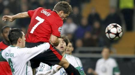 NUMMER EN: Michael Owen stanger Manchester United i ledelsen   mot Wolfsburg. (Foto: WOLFGANG RATTAY/REUTERS)