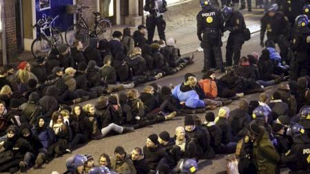 Flere hundre demonstranter ble pågrepet lørdag ettermiddag i København. (Foto: MADS NISSEN/EPA)