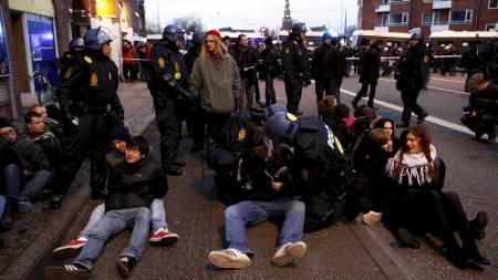 Til sammen 400 demonstranter ble arrestert i København lørdag ettermiddag. (Foto: CHRISTIAN CHARISIUS/REUTERS)