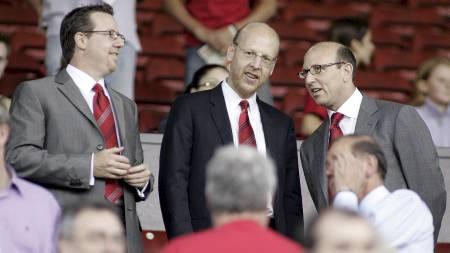- FÅR GIGANTBUD: Joel, Avi og Bryan   Glazer skal angivelig snart motta et bud for Manchester United. (Foto:   SIMON BELLIS/EPA)