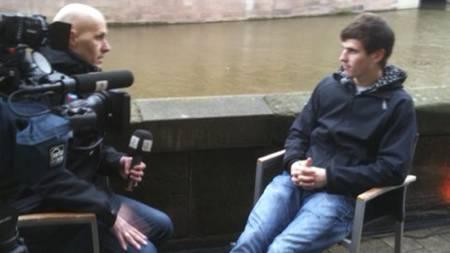 TV 2s reporter Frode Olsen måtte Håvard Nordtveit i Nürnberg. (Foto: TV 2 Sporten/)