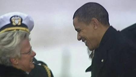President Obama hilser på vertskapet ved ankomst København. (Foto: Reuters/)