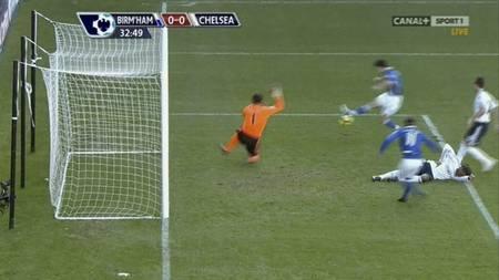 Christian Benitez snytes for scoring i kampen mellom Birmingham og Chelsea (Foto: CANAL +/)