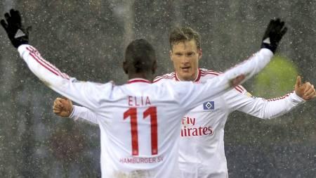MÅLJUBEL: Marcell Jansen feirer sin scoring sammen med Eljero Elia. (Foto: MORRIS MAC MATZEN/REUTERS)