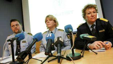 Politimester Christine Fossen (fh), lensmann Torill Sorte og jurist Ole Jacob Garder under pressekonferansen på Søndre Buskeud politidistrikt i Drammen mandag morgen I forbindelse med skyting mot politiet I Solbergelva. (Foto: Åserud, Lise/Scanpix)