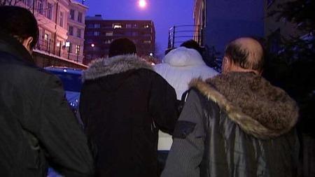 MISFORNØYD: Slektningen av den avdøde kvinnen på Tøyen er misfornøyde med AMK-sentralen og politiet da de ba om hjelp. De hevder at det ikke ble sendt ambulanse tidsnok. (Foto: TV 2)