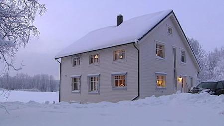 TRENGER IKKE OPPVARMING: Familien Ringstad på Sørumsand har bygd Norges første passivhus som ikke trenger ekstra oppvarming.