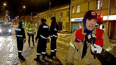 Innsatsleder Frode Velten fra Oslo brann- og redningsetat sier har kontroll på vannlekkasjen på Grønland.  (Foto: TV 2)