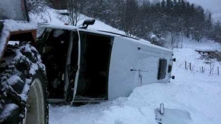 Til alt hell ble ingen alvorlig skadet etter bussvelten. (Foto: Harald Jacobsen/TV 2)
