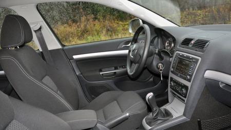 God og fin førerplass. Octavia er god å kjøre.  (Foto: Sigmund Bade)