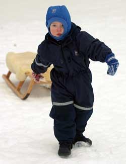 Ungene bør ikke leke ute alene i minus tjue. (Foto: nut Fjeldstad   / SCANPIX)