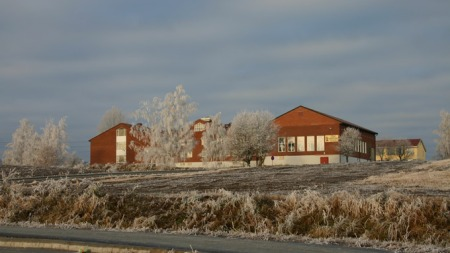 STENGTE SKOLEN: Flere av klasserommene på Lena ungdomsskole hadde temperaturer under ti grader. (Foto: Østre Toten Kommune)