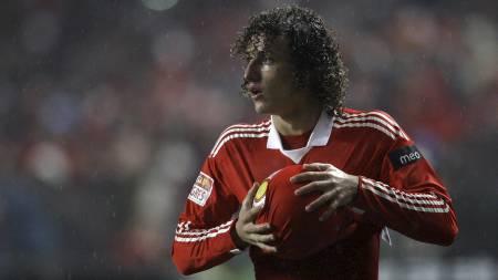 BENFICA-JUVEL: David Luiz er ønsket av Chelsea. (Foto: Armando   Franca/AP)