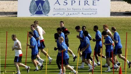 GRØNT GRESS: United-spillerne har byttet ut minusgrader med   25 plussgrader i Qatar. (Foto: FADI AL-ASSAAD/REUTERS)