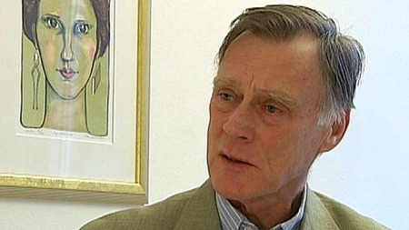 FOR MANGE: Hans Petter Aarseth mener for mange kvinner opererer bort eggstokker og bryster unødvendig. (Foto: TV 2 )