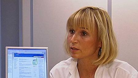 VANSKELIG: Cathrine Bjorvatn mener det er et vanskelig valg å bestemme seg for å fjerne brystene eller ei. (Foto: TV 2)