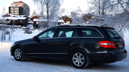 E-Klasse er en stor bil. (Foto: Sigmund Bade)