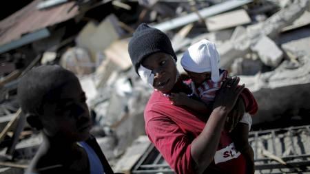 SKADDE: Jordskjelvet har ført til store skader på mennesker og bygninger i Haiti. (Foto: CARLOS BARRIA/REUTERS)