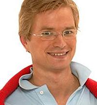 MOTEREDAKTØR: John Ødegård Jensen er moteredaktør i FHM, tidligere   også kjent fra «Homsepatruljen» på TV3. (Foto: TV3)