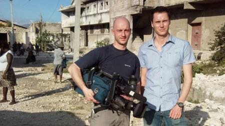 I HAITI: Fotograf Kenneth Cuomo og reporter Kjetil Iden er i Haiti for å dekke jordskjelvkatastrofen.  (Foto: TV 2)