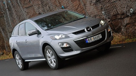 Lotto-bil? Mazda ypper seg mot statuskonkurrentene med denne - SUV-en CX-7. (Foto: Sigmund Bade)