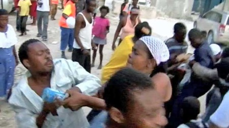 Slåssing Haiti (Foto: TV 2)