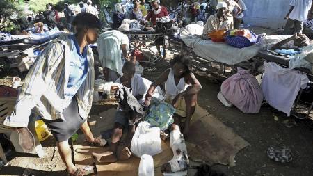 50.000 DØDE: Røde Kors sier at hele 50.000 kan ha omkommet etter jordskjelvet i Haiti. (Foto: JUAN BARRETO/AFP)