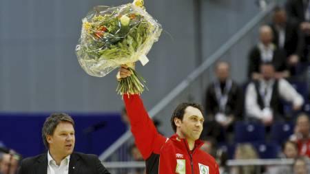 FIKK BLOMSTER: Stian Vatne ble hedret med blomster før EM-kampen   mot Russland. (Foto: Larsen, Håkon Mosvold/Scanpix)