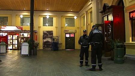RAN: En mann skal ha blitt ranet av to bevæpnede menn utenfor Oslo S mandag kveld. (Foto:  Jon Eirik Olsen / TV 2)