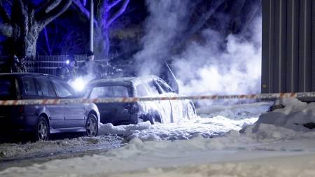 UTBRENT: En bil ble funnet fullstendig utbrent ved Munch-museet. Politiet sjekker nå om det kan være en sammenheng med skuddene mot Krekars leilighet.  (Foto: Solum, Stian Lysberg/Scanpix)