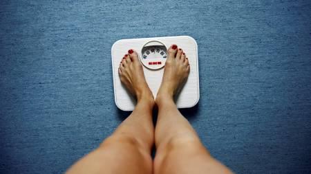 VEKT ER SOSIALT BETINGET: Går du ned i vekt, eller legger du på deg? Svaret påvirkes av våre venners kroppsvekt, viser en ny amerikansk studie. (Foto: Johannessen, Sara/SCANPIX)