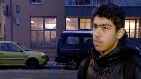 NABO: Mohammed Hassan gir sin nabo mulla Krekar og familien gode skussmål. (Foto: TV 2)