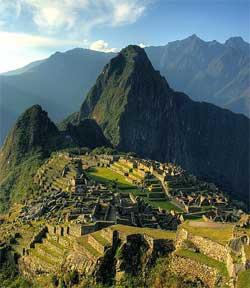 Murene i inka-byen er bygget uten bruk av sement. (Foto: Wikimedia Commons)