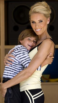 MAMMA: Anna Anka har sønnen Ethan fra sitt ekteskap med Paul Anka.  Fra før av har hun en datter fra et tidligere ekteskap.