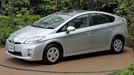 Problemer med bremsene medfører at Toyota nå tilbakekaller alle de nyeste Prius modellene. (Foto: AFP)