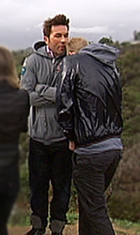 KALDT: Det ble en kald fornøyelse for ekteparet Mørch Husby, da Jan Thomas skulle spille inn scener til den nye TVNorge-serien «Ja, vi elsker Hollywood» i filmbyen.  (Foto: Per Joar Holm / TV 2)